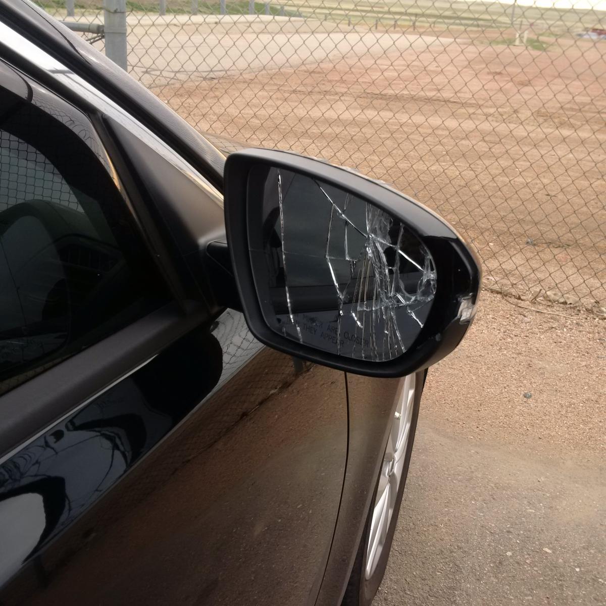 Someone hit my right side mirror img_20160423_074400 jpg